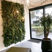 plantenwand_kunstplanten_modern_interieur