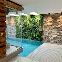 plantenwand-op-maat-zwembad-wellness