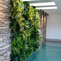 verticaal-groen-zwembad-wellness